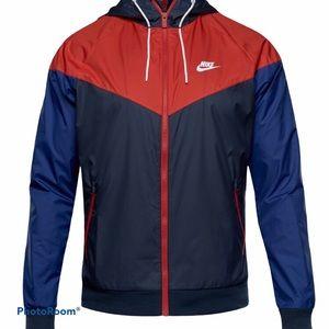 Nike Lightweight Chevron Men's Medium Jacket